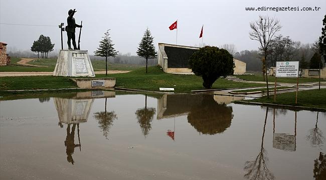 Er Meydanı'nda sular çekiliyor