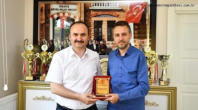 BAŞKAN ÜNER'DEN, VALİ CANALP'E TEŞEKKÜR PLAKETİ