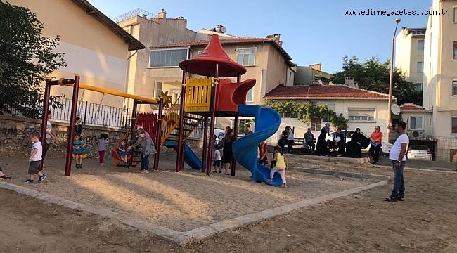 ÇOCUK PARKI MAHALLEYİ İKİYE AYIRDI