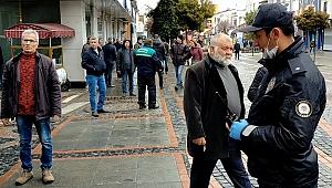 POLİS EKİPLERİ 65 YAŞ NÖBETİNDE