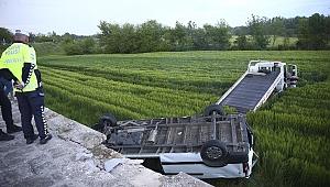 Edirne'de minibüs köprüden düştü !