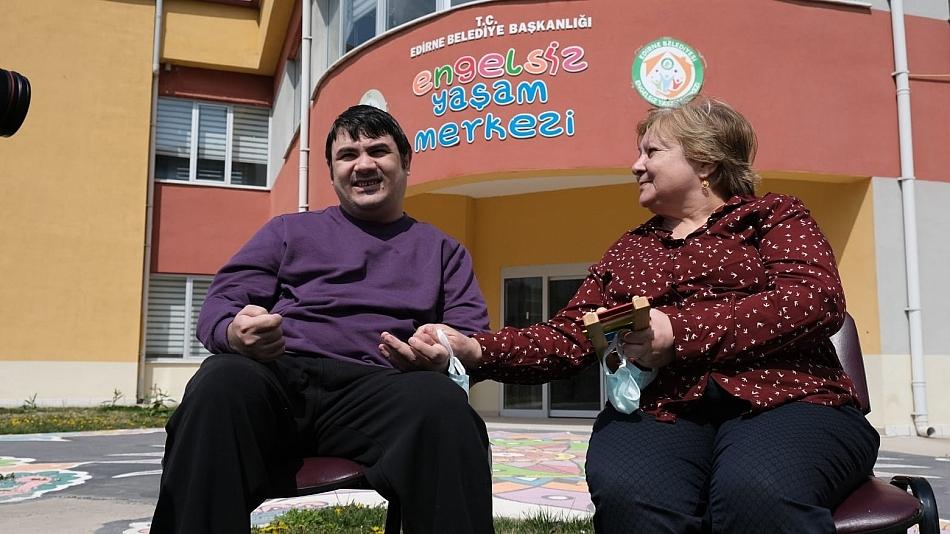 TEK HAYALİ 'ANNE' KELİMESİNİ DUYMAK