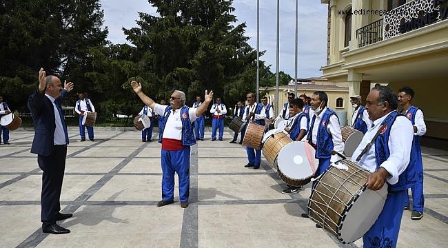 DAVUL ZURNA EKİBİNDEN VALİ CANALP'E DAVET