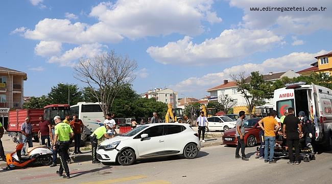 MOTOSİKLET OTOMOBİL KAZA YAPTI 2 KİŞİ YARALANDI