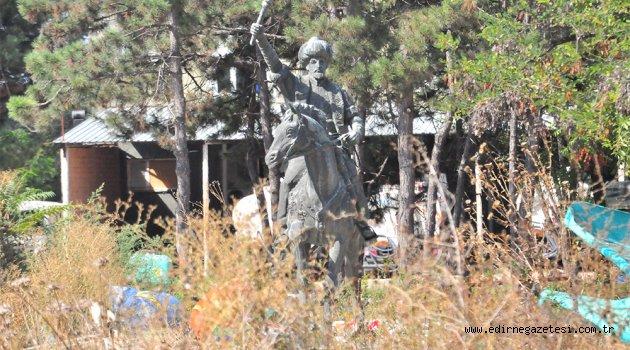 Fatih heykeli 460 gündür depoda